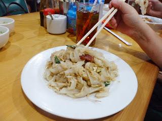 kwetiau_kwetiaw_apeng_medan_culinary_explore_surabaya_hastag_kekinian_the_hungry_doctor_merly_inijie_jack_magnifico_mie_enak