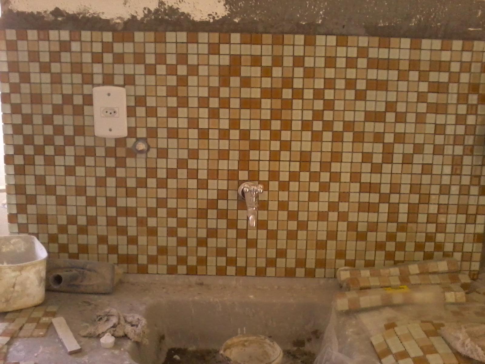APARTAMENTO EM REFORMA: ''cozinha e banheiro pastilhas''  #6C4A29 1600x1200 Banheiro Com Pastilhas Marron