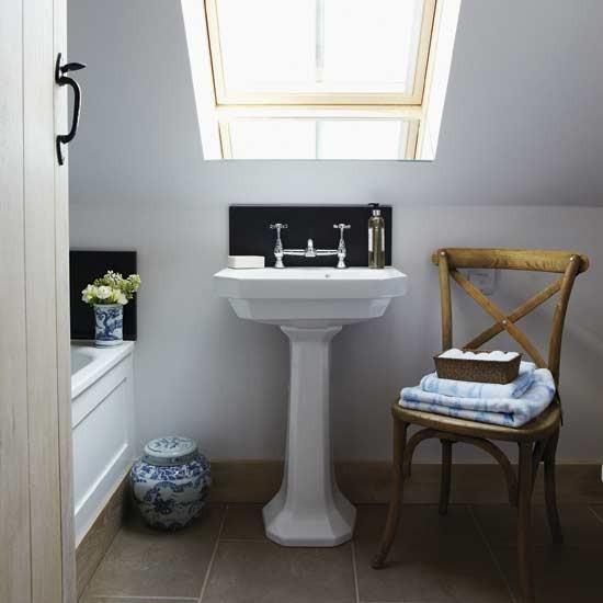 Небольшая ванная комната в английском стиле