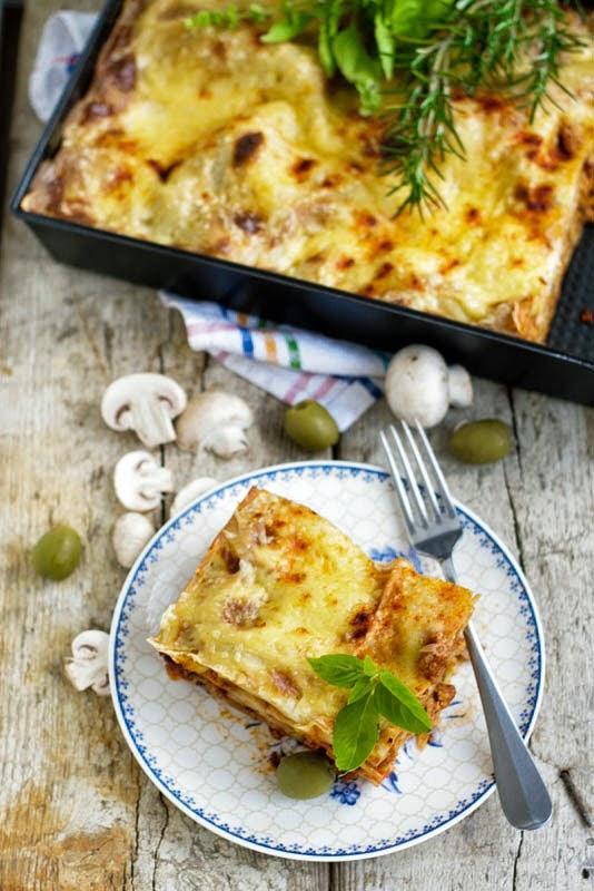Lasagne Z Miesem Pieczarkami I Oliwkami Pod Beszamelem Gotowanie