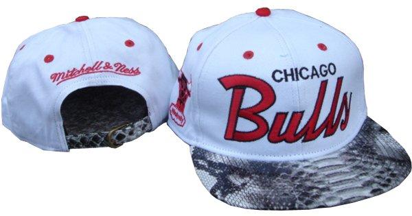 MBLV R APPAREL  MITCHELL   NESS  CHICAGO BULLS Snakeskin Snapback ca634246acd