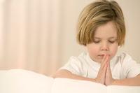 0002_niño-orando