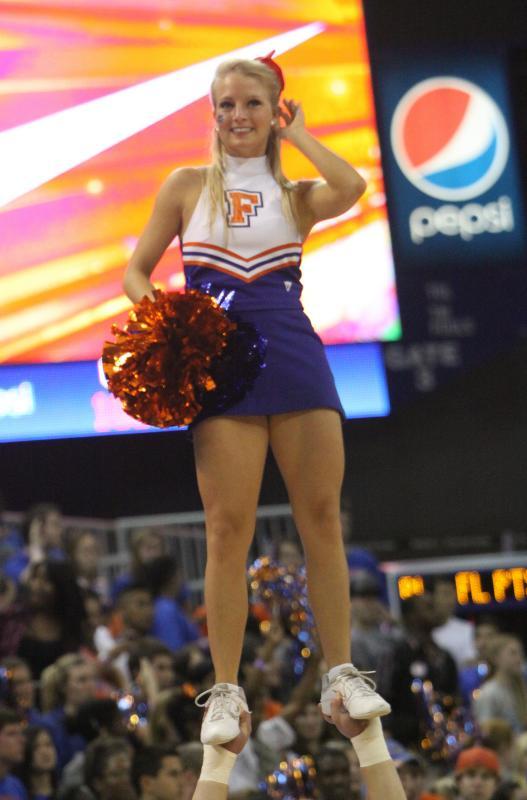 http://www.popscreen.com/v/6khKc/Cheerleader-wardrobe-malfunction