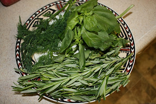 http://www.comfortcookadventures.com/2013/03/drying-herbs-and-vegetables.html