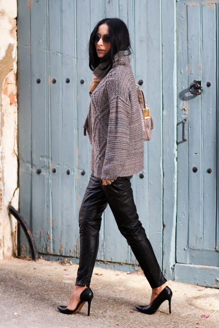 Fashion Blogger Withorwithoutshoes in a pair of Black skinny trousers by Muubaa