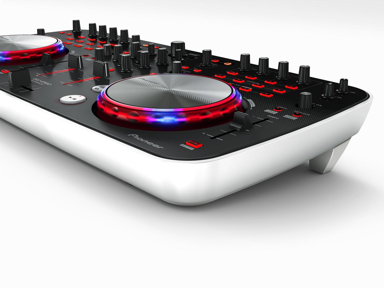 La introducci n de un nuevo controlador compacto con la for Mesa de mezclas virtual