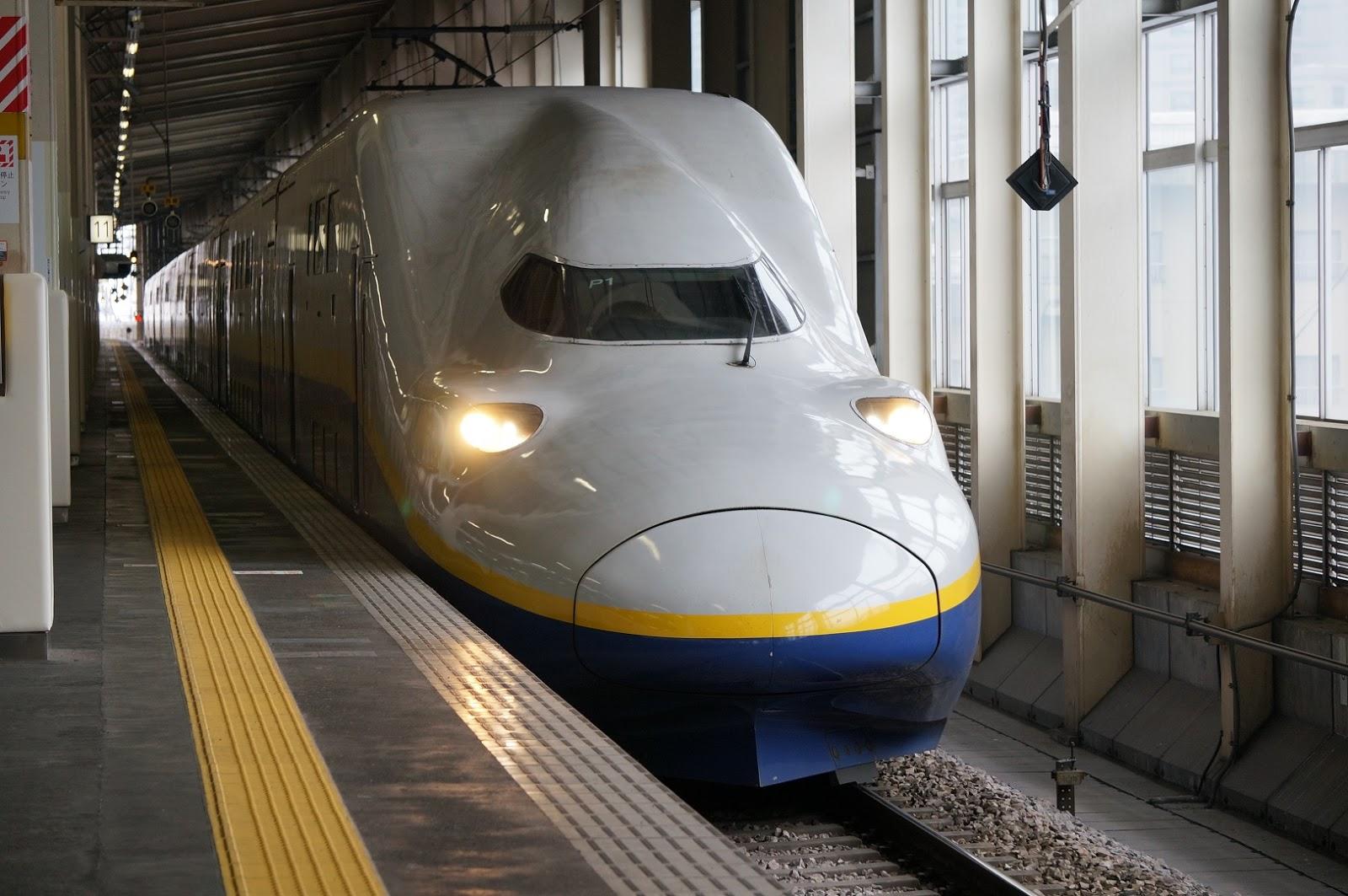 上越新幹線越後湯沢駅に停車するE4系Max