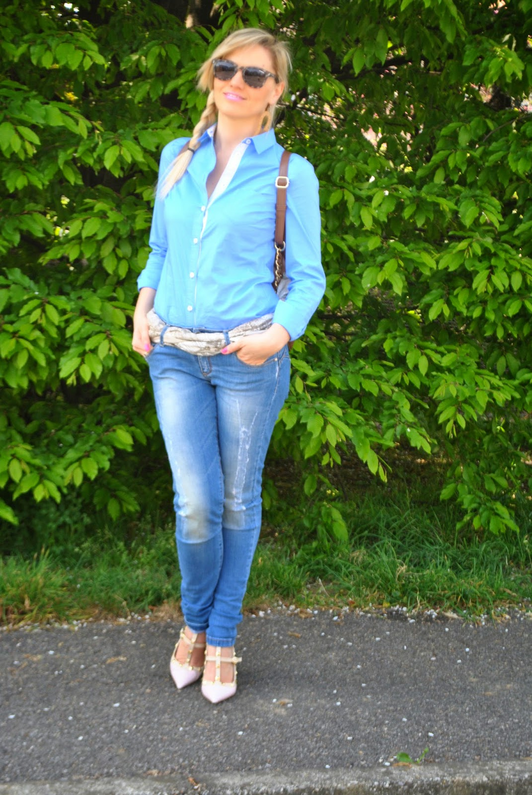 outfit jeans e camicia outfit jeans e tacchi mariafelicia magno colorblock by felym mariafelicia magno fashion blogger come abbinare jeans e tacchi come abbinare la camicia azzurra outfit blu outfit zainetto come abbianre lo zainetto  outfit aprile 2015 outfit primaverili casual how to wear jeans and heels outfit jeans and heels outfit blue shirt how to wear blue shirt valentino shoes backpack fashion bloggers italy girls blondie blonde hair blonde girls