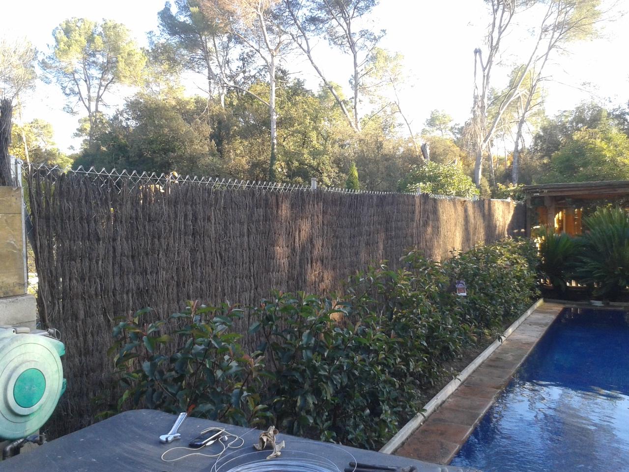 Serviciosdejardineriabasica 5 m2 valla met lica de for Jardineria barata barcelona