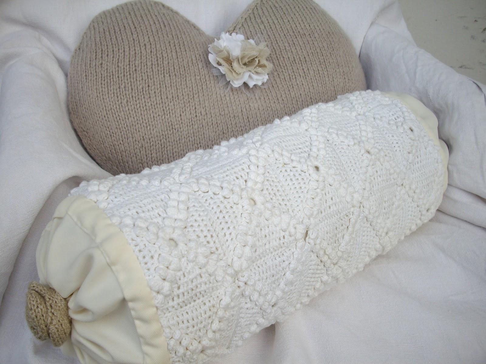 keryeta coussin coeur et petits traversins. Black Bedroom Furniture Sets. Home Design Ideas