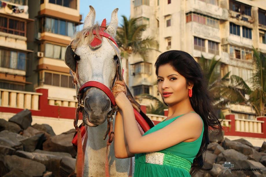 Gehana Vasisth Glamorous Photo Session-HQ-Photo-9