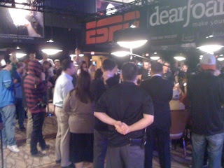 Crowd around table on Day 5, 2012 WSOP Main Event