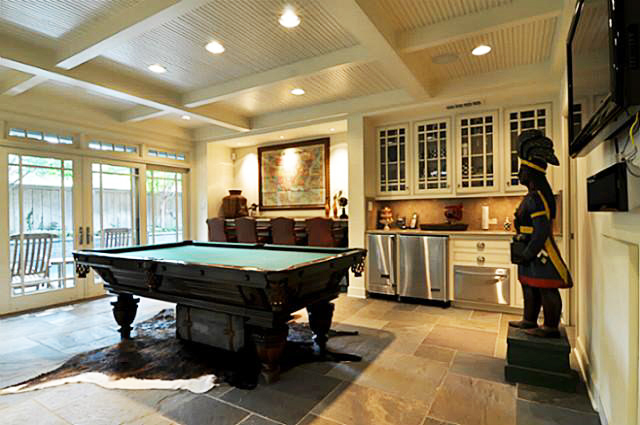 Pool Table In Side A Smal Room