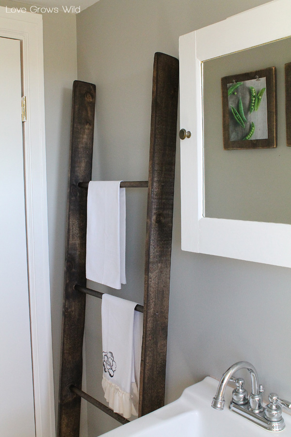 Learn How To Make A DIY Decorative Ladder With This Simple Step By