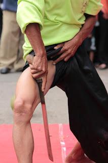Debus merupakan kesenian bela diri dari Banten