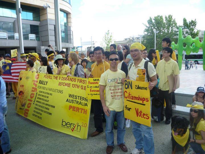 Manjung Mari: Gambar-gambar Demontrasi BERSIH di Perth Australia ...
