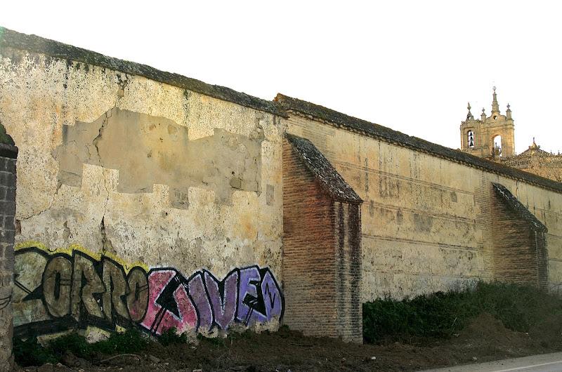 Muros del monasterio de La Cartuja: pintadas