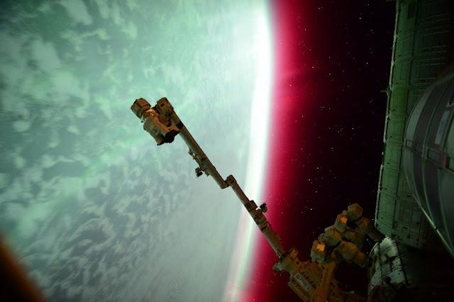 Cực quang của một hành tinh. Tác giả : Scott Kelly, Expedition 44, NASA.