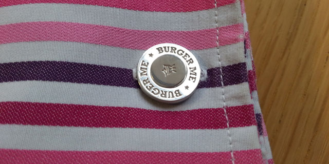 The bottom 'bun' of the burger cufflink is a double ring.