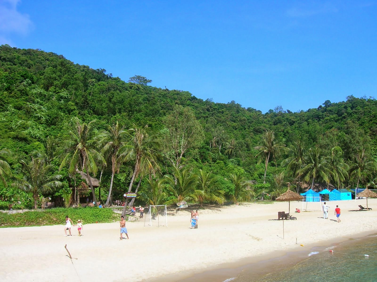 Duc me con so long beach - After The Snorkeling Tour Huynh Duc Took Us To See The Beaches With Pristine Beauty Such As Bai Lang Bai Chong And Bai Huong These Beaches Are Always