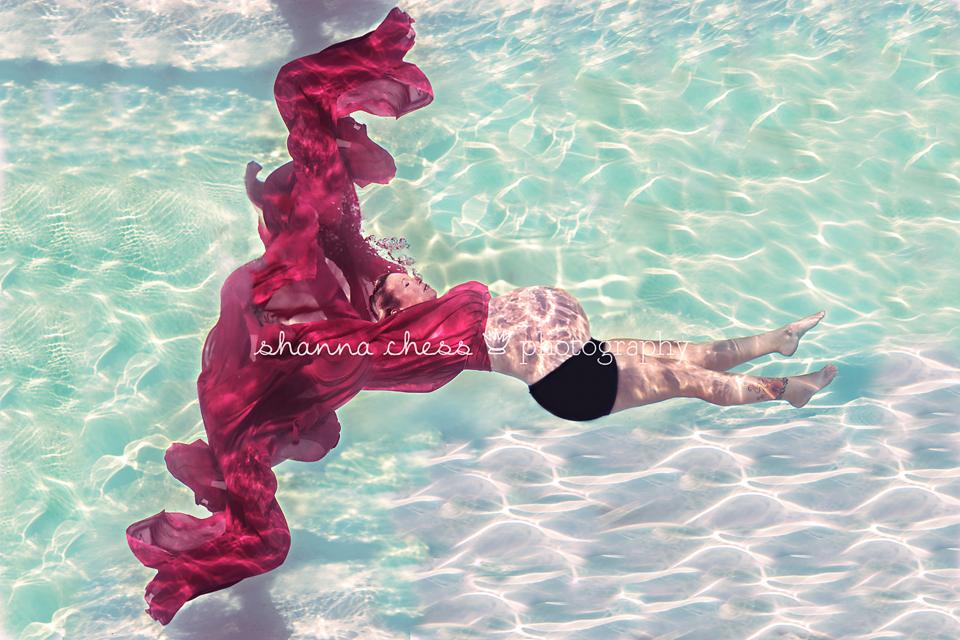 eugene springfield oregon maternity photographer underwater pool