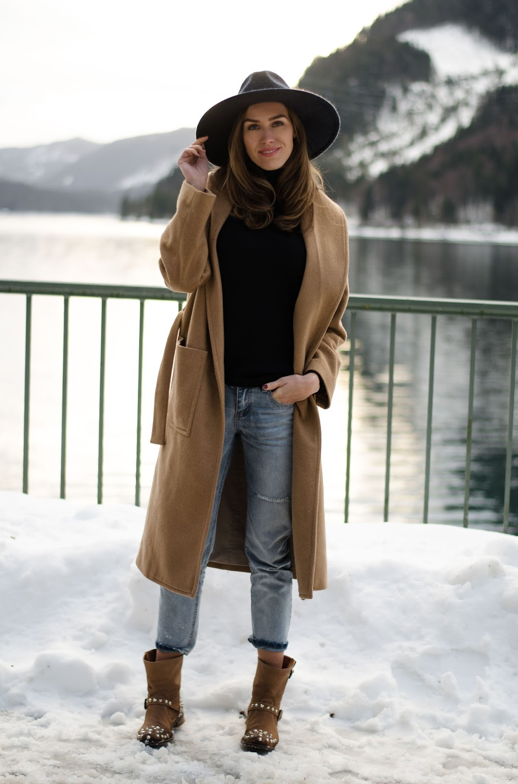 kristjaana mere camel coat boyfriend jeans ankle boots fedora winter outfit