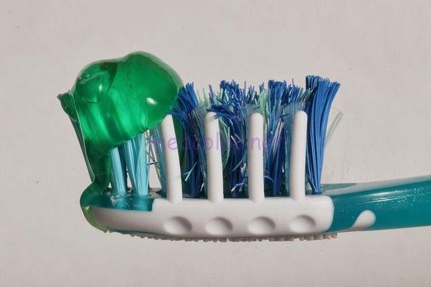 πολλά από αυτά τα μικρόβια είναι στην οδοντόβουρτσά σας,