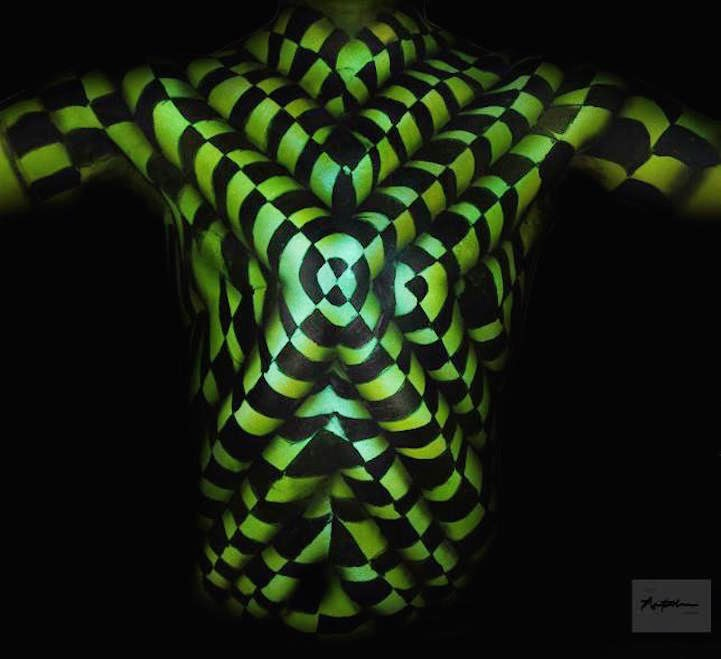 03-Natalie-Fletcher-Optical-Illusions-in-Body-Painting-www-designstack-co