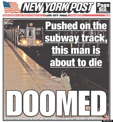 hombre tratando de salir de las vias del tren subterráneo en nueva york
