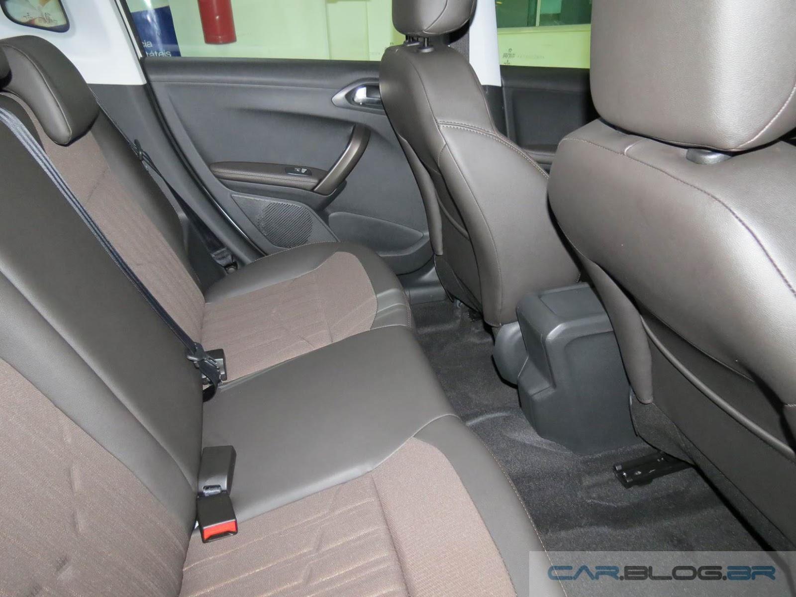 Novo Peugeot 2008 Automático - espaço traseiro