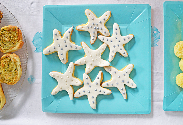 biscotti a stella marina decorati con perle di zucchero