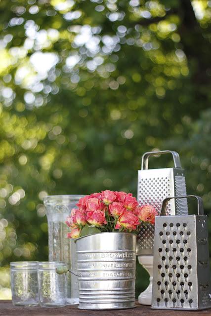 Hayseed homemakin 39 kitchen utensil centerpiece for Kitchen table centrepieces