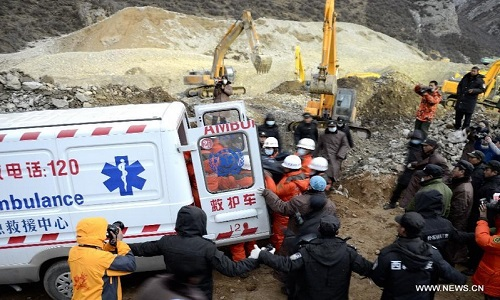 Landslide_in_Tibet_rescue_workers