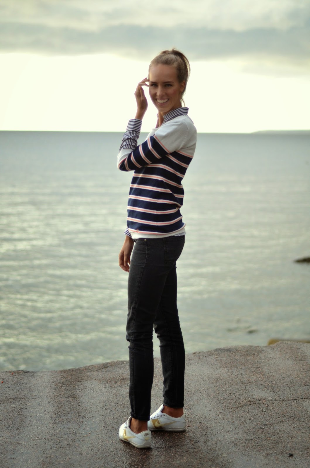 striped-cardigan-black-jeans-casual-outfit