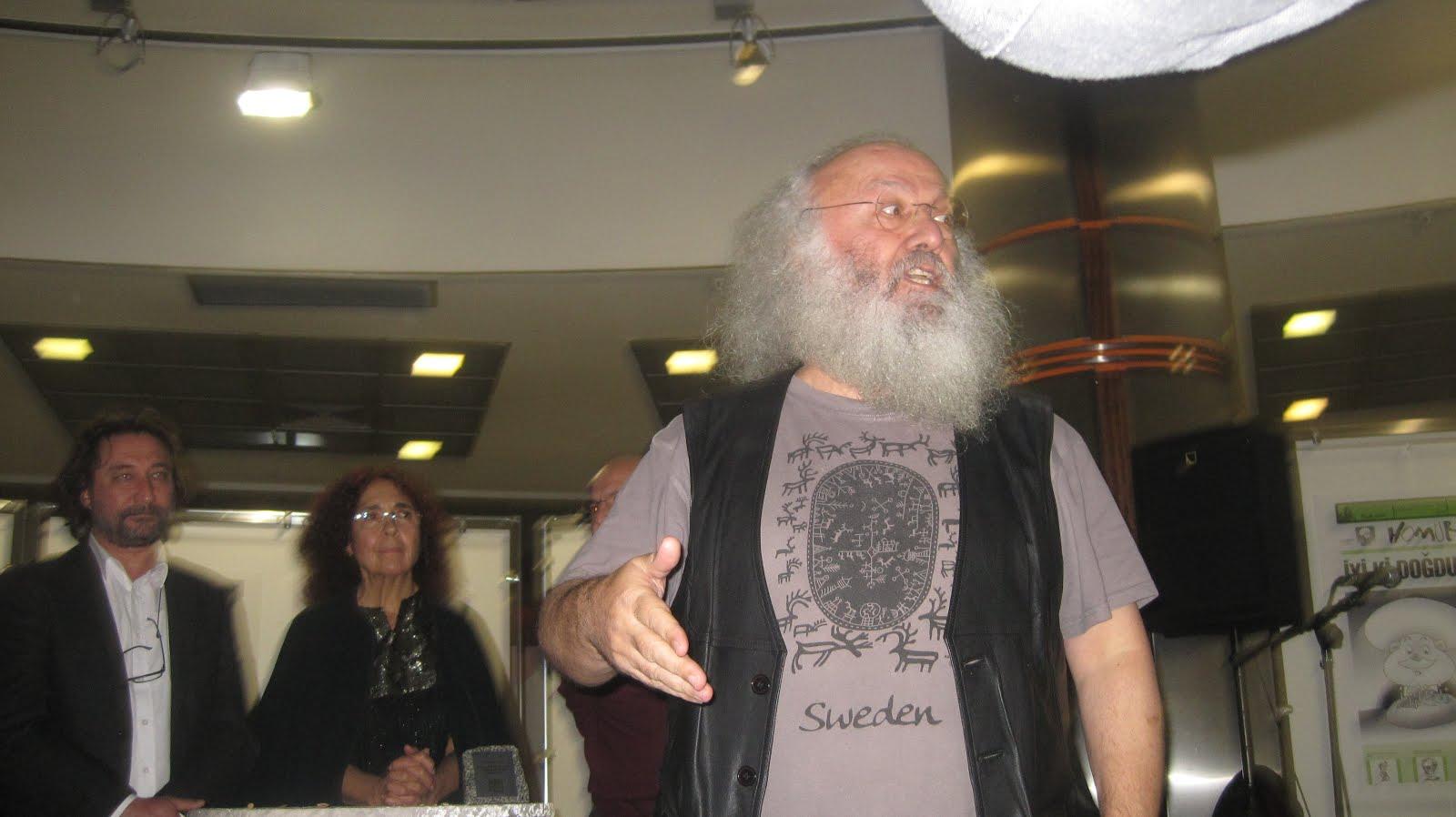 Sezai Sarıoğlu-Nazım Hikmet okuyor