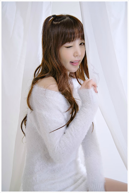 4 Hong Ji Yeon in Fluffy White-Very cute asian girl - girlcute4u.blogspot.com