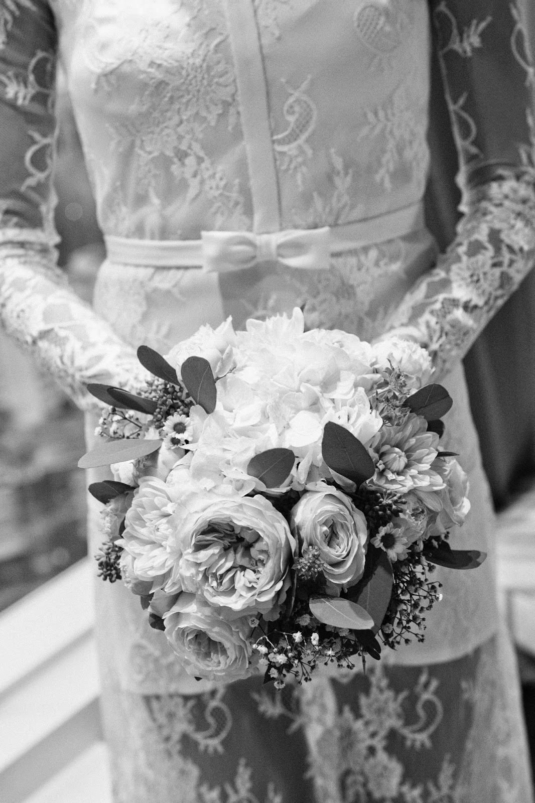 lace-wedding-dress-bride-flower-bouquet