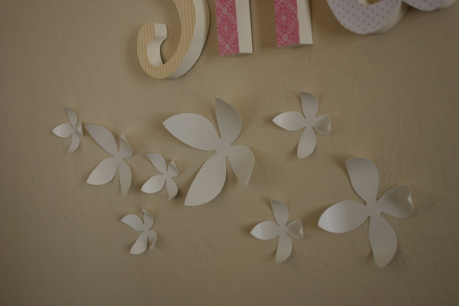 Honeybee Vintage DIY Wall Flowers for 25 Cents