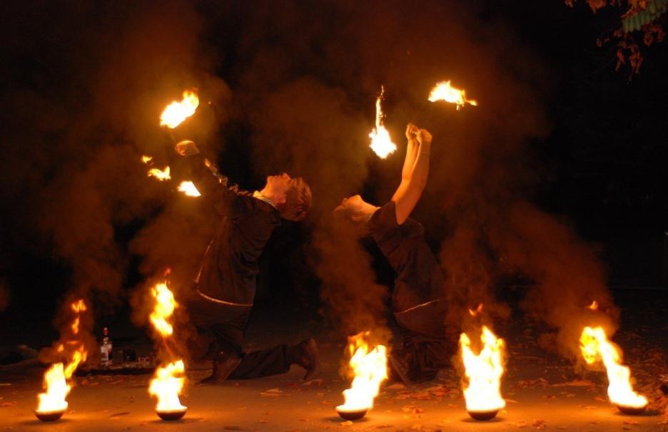 Праздничное агентство «FIESTA» в Волгограде и Волжском: Огненное шоу на праздник в Волгограде и Волжском