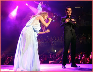 Jennifer lopez and marc anthony on stage singing no me ames