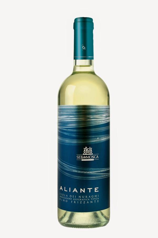 design cielo azzurro leggerezza packaging naming grafica volo etichette bottiglia bianco