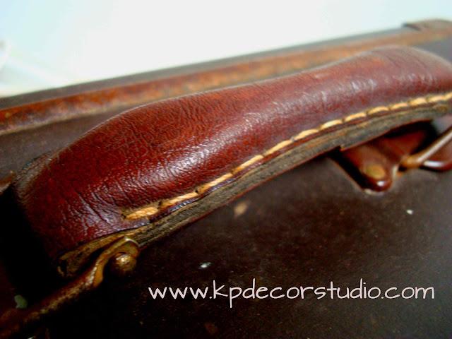 maleta vintage, antigua de cuero y chapa metálica