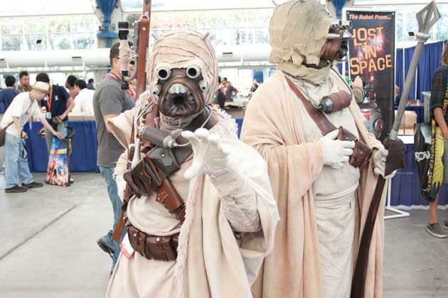 sand people cosplaying starwars