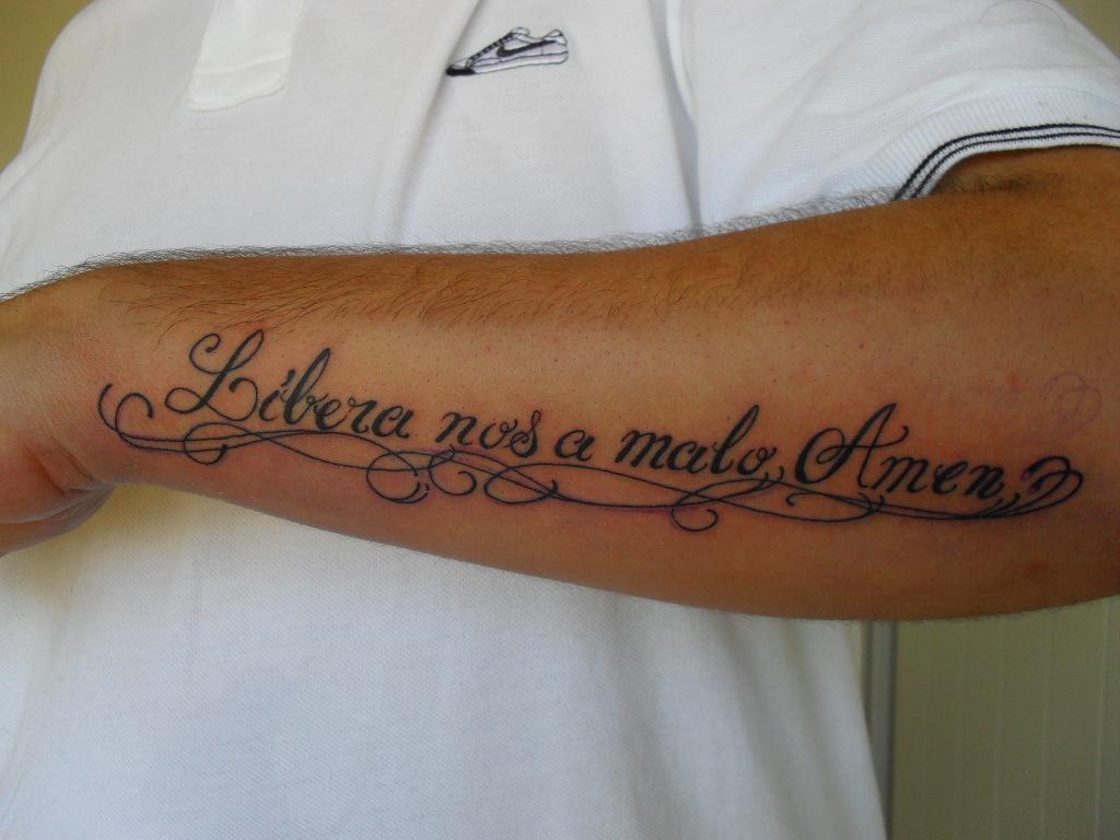 Veniversum Tattoo Studio Escrita
