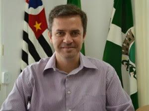 PREFEITO RENUNCIA AO CARGO POR CAUSA DE SALÁRIO BAIXO EM PARANAPANEMA