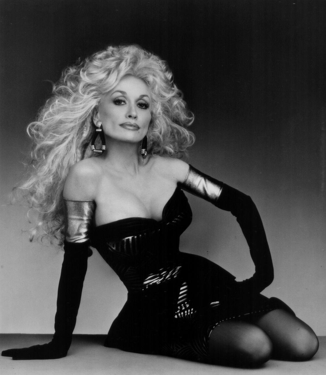 Dolly+Parton+DollyPartonRainbowPhoto.jpg