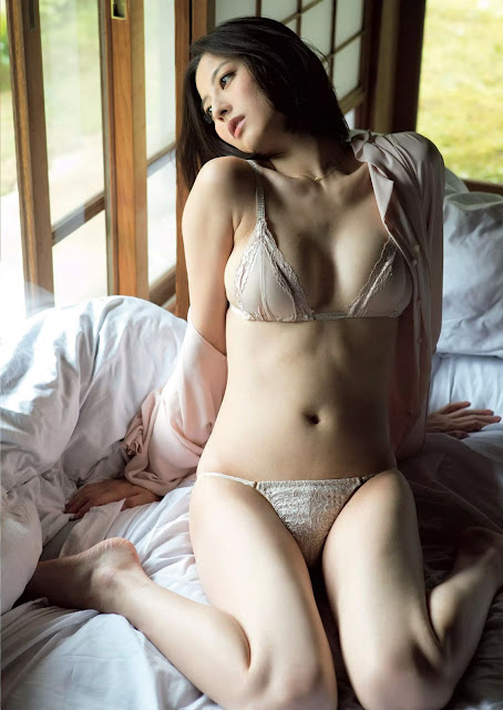 Sugimoto Yumi 杉本有美 Weekly Playboy October 2015 Pics 4