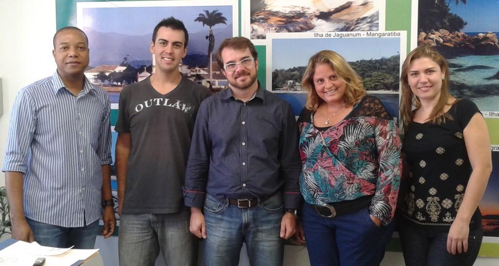 Subsecretário Eduardo Mielke (no centro) com funcionários da Secretaria de Turismo: capacitação para elaboração de projetos com recursos federais