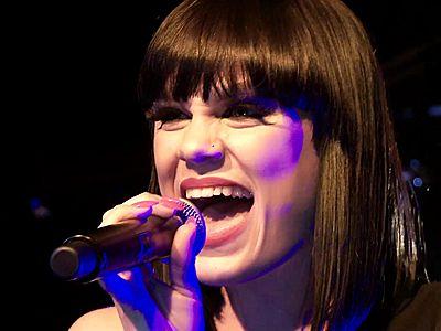 Jessie J faz performance incrível de