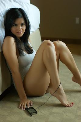 http://4.bp.blogspot.com/-HD7ocvjNSb8/Tfj2fkOrZjI/AAAAAAAABgY/HyaBfzSELDo/s1600/celebrities_gossipa_actresses_Sunny_Leone_hot_pictures-0014241000021444.jpg